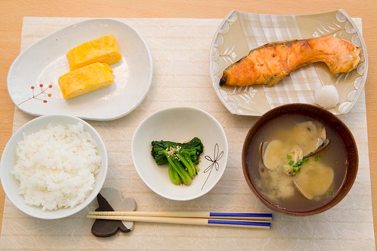 伝統的日本食に基づいた日本式糖質制限(低炭水化物)食の提案